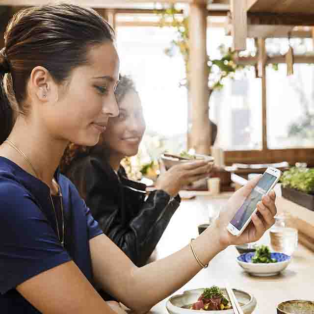 Restaurant, cell, phone, woman